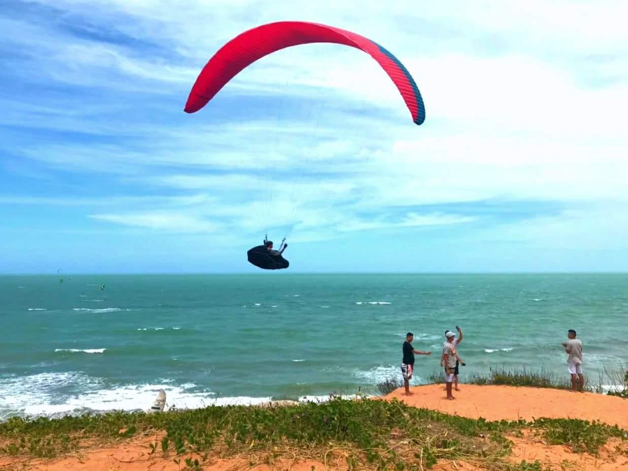 Parapente vuelo libre en la playa